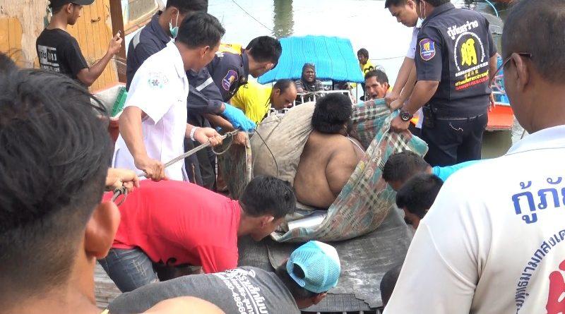 ระดม!!ชาวบ้าน-กู้ภัย ย้ายผู้ป่วยหนัก 300 กิโล ไปรักษาโรงพยาบาล