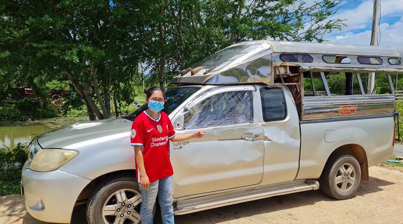 ระวัง!!!  ช้างป่าละอูพุ่งเข้าใส่รถชาวบ้านได้รับความเสียหายหนัก